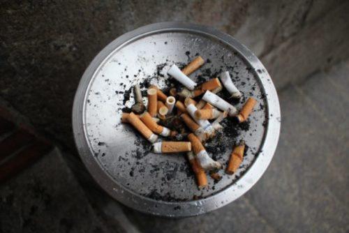 たばこ吸い殻